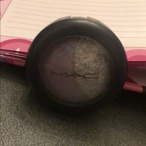 MAC Mineralize Eyeshadow Devil-May-Care